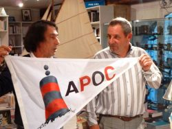 APOC 2014 remise de pavillon par le Ministre au Consul
